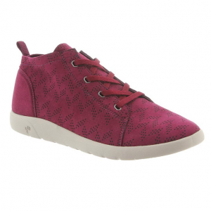 This casual lace-up shoe offers endless comfort, clean styling, and a chukka style for...