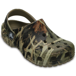Give your toddler a comfortable summer shoe that they\\\'ll love with these classic clogs. The...